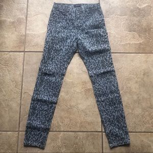 BDG high rise cigarette ankle size 26 gray leopard